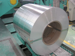 Aluminium strip for closures